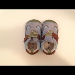 Lamour light blue infant shoe size 4
